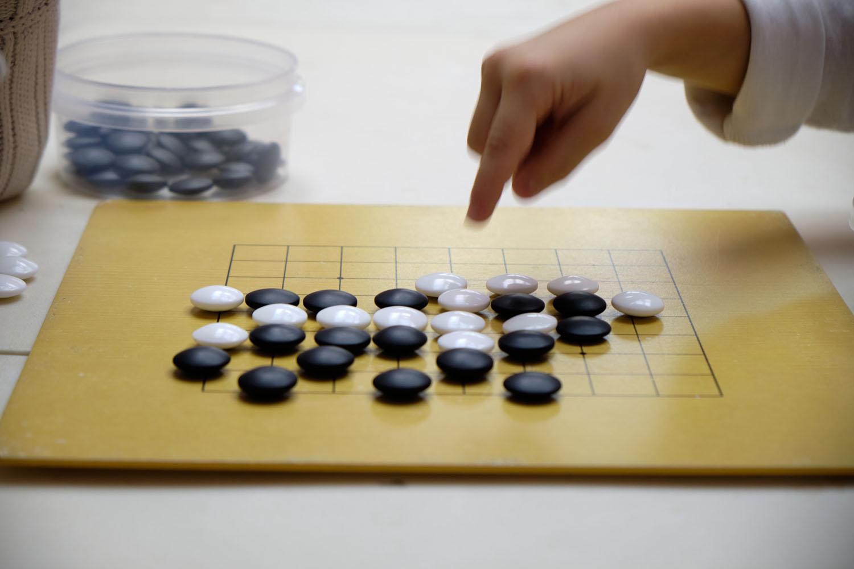 Board game Go - eyes and false eyes